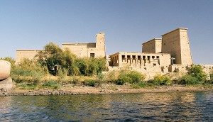 800px-philae_seen_from_the_water_aswan_egypt_oct_2004